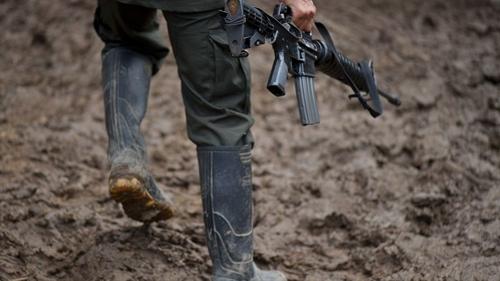 Continúan combates armados entre ilegales