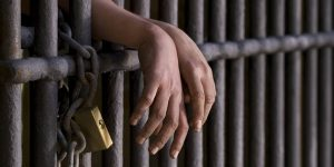 A la cárcel por arrojar ácido a patrullero