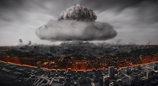 Las potencias nucleares huyendo hacia adelante