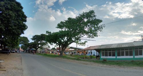 Se trata de la doble calzada que conecta el centro del municipio con la variante