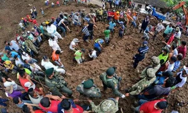Multitudinaria despedida a víctimas de la tragedia de Rosas