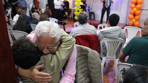Amigos, familiares y representantes de las comunidades asistieron al evento.
