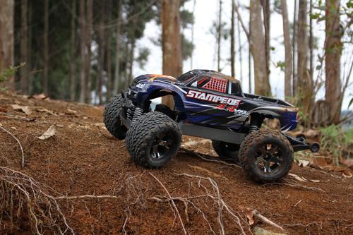 El hobby de los carros de motor operados a control remoto ha venido ganando espacios en Colombia.