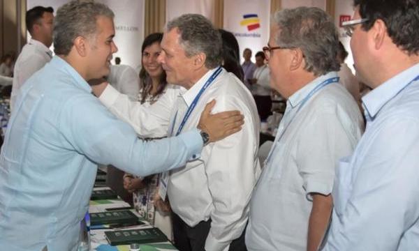 SOPAPO TRAS SOPAPO PARA URIBE/DUQUE