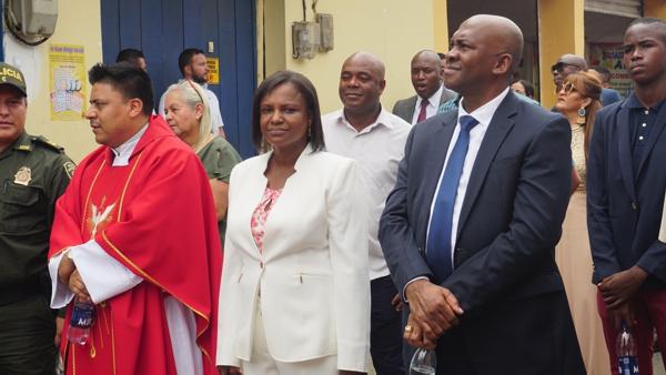 José Velasco, cura párroco; alcaldesa, María Liliana Ararat Mejía; Julio Luis Balanta Mina, Secretario de Gobierno del Municipio.