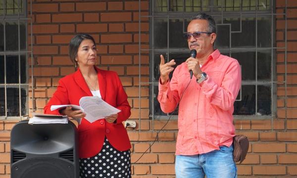 Carmenza León Larrahondo, personera municipal; secretario de Educación, Alberto Bustos González.