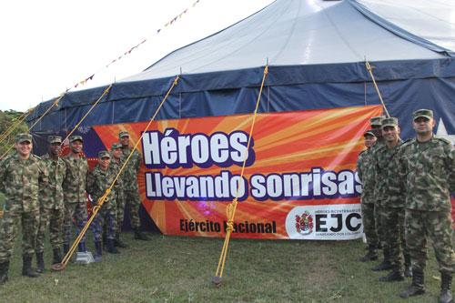 Héroes llevando sonrisas