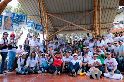 López Castrillón firmó pacto con la comuna 7 en Popayán