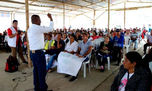 Elias Larrahondo se compromete con la construcción de la vía al mar