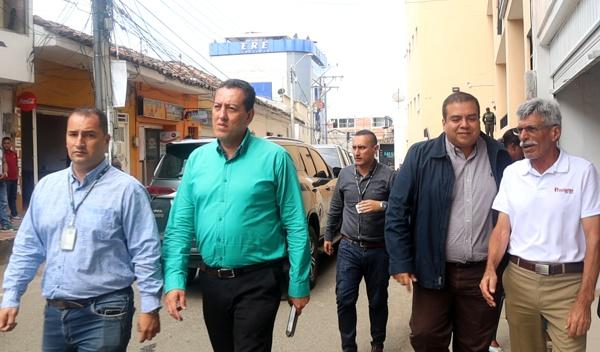 El segundo, de izquierda a derecha, Álvaro Mendoza, alcalde de Santander de Quilichao.