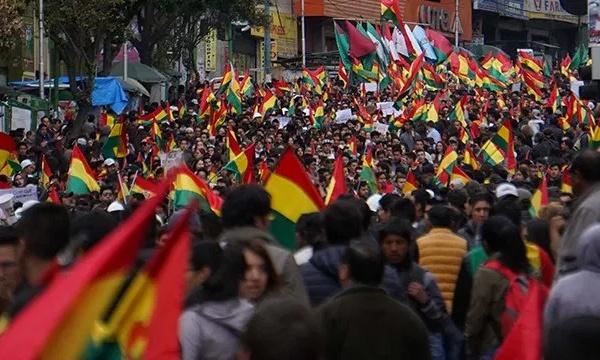 Golpes de Estado y (contra) revoluciones