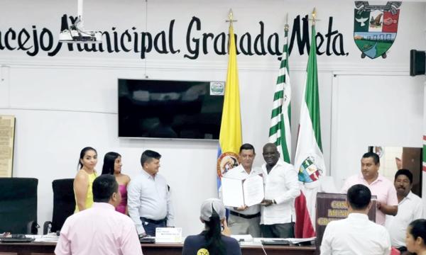 Concejo de Granada condecoró a Rodrigo Charrupí