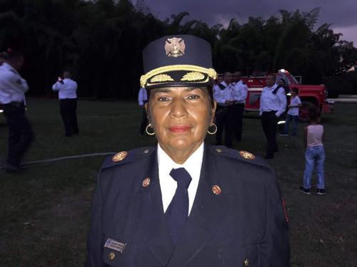 La mujer que hace historia en el cuerpo de bomberos
