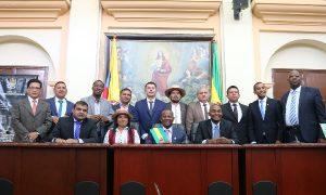 Elías Larrahondo se posesionó ante Asamblea