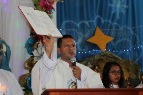 Comunidad católica de Villa Rica despidió a su guía espiritual