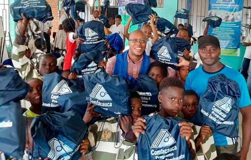 Niños se beneficiaron con kit escolares