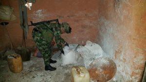 Desmantelan laboratorio de coca y capturan traficantes de armas