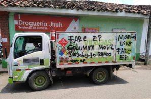 Pintan letreros de disidencias FARC en vehículos