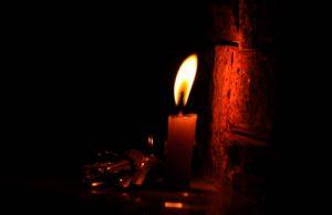 Puerto Tejada continúa a la luz de una vela