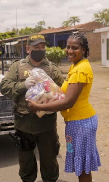 Comfacauca entrega alimentos a familias vulnerables en Norte del Cauca