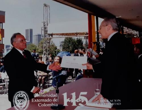 Héctor Téllez La calle lo sedujo, pero fue la comunicación organizacional la rectora de su vida