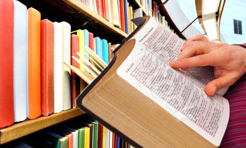 Literatura vs Biblia