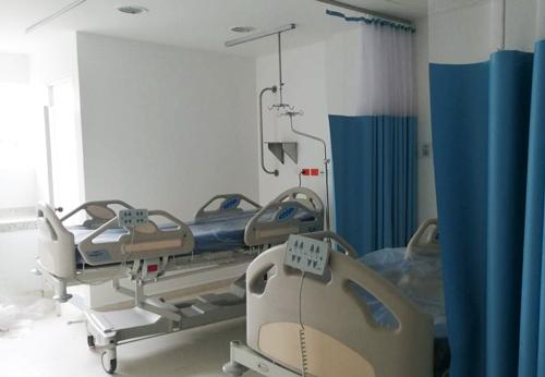 Hospital San José adquiere camas y respiradores para combatir el coronavirus