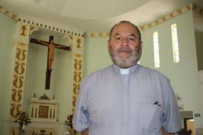 Héctor Holguín, párroco de la iglesia San Antonio de Padua