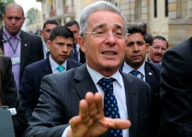 """Uribe """"preso"""", los demócratas colombianos y la asamblea constituyente"""