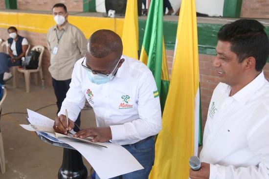 Gobernación y CRC firman convenio para un Ambiente con Oportunidades