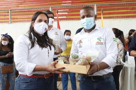 Lucy Amparo Guzmán, alcaldesa de Quilichao y el gobernador del Cauca, Elías Larrahondo.
