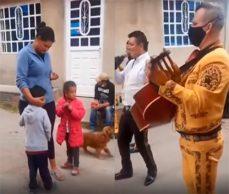 Hasta en México hablan del niño que pide canción para la mamá