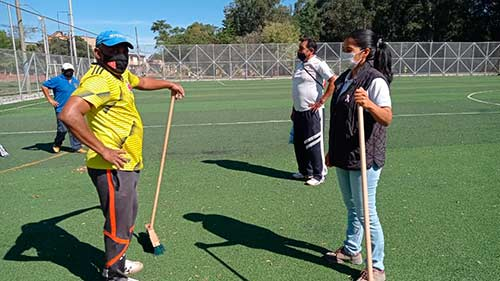 Jornada de mantenimiento del polideportivo Pandiguando