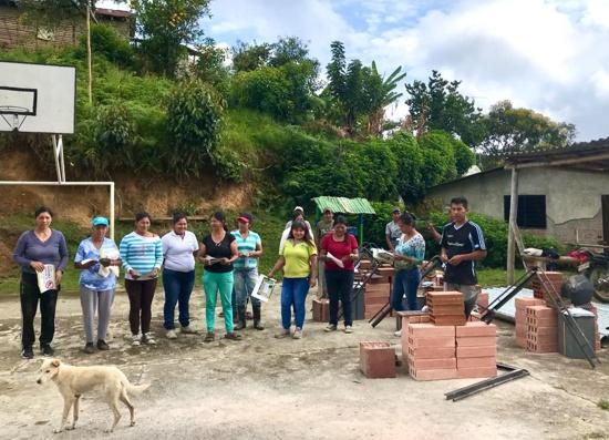 CRC continúa entrega de estufas ecoeficientes a familias vulnerables caucanas