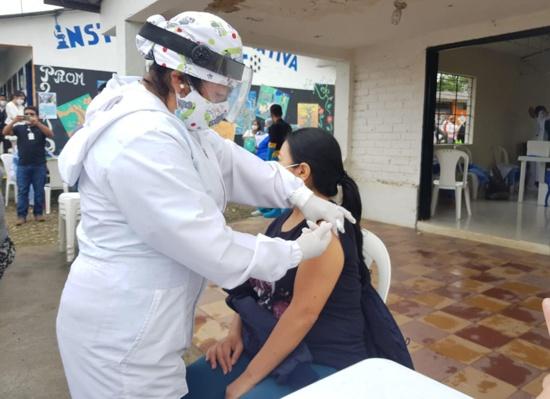 Más de 80 niños, niñas y adultos mayores fueron vacunados en Julumito - Popayán
