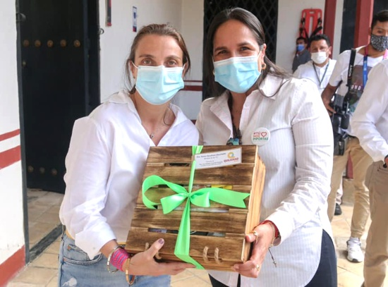 ministra de las TIC, Karen Abudinen, junto a la alcaldesa de Quilichao Lucy Amparo Guzmán