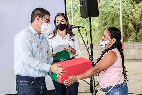 CEO CIERRA EL AÑO ENTREGANDO OBRAS DE CONEXIÓN ELÉCTRICA PARA 2.016 FAMILIAS DE EL TAMBO