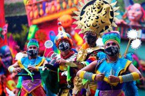 La ironía: Púas y carnavales.