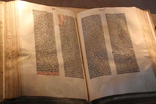 566 años de la primera Biblia - La Biblia de Gutemberg
