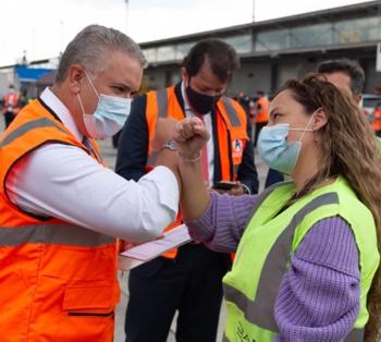 Duque dice que llegada de vacunas no significa que terminó uso del tapabocas.