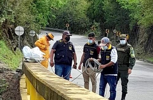 Recuperan cuerpo de joven peruano que fue lanzado desde un puente en Cauca