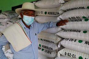 Administración Municipal entregó insumos a productores paneleros para mejorar sus cultivos