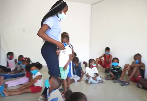 La Maleta Viajera fomenta la lectura en los niños de Puerto Tejada