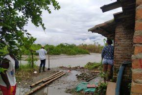Padillenses en riesgo por socavamiento del río La Paila
