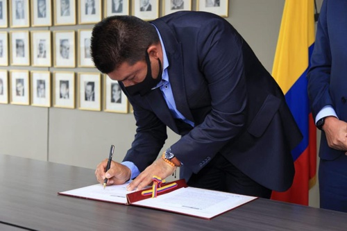 Alcalde de Miranda firmó Piso de Protección Social con MinTrabajo para beneficiar a campesinos paneleros