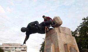 Derriban estatua de Belalcázar en Cali