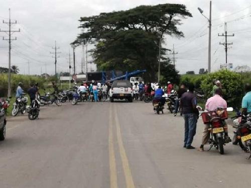 En Puerto Tejada se mantienen las vías bloqueadas
