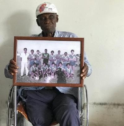 """""""Me amputaron una pierna, pero no mi pasión por el fútbol"""": Esaú Sánchez."""