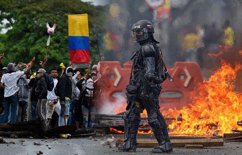 ¡Colombia bañada en sangre!