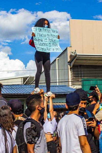 Santander de Quilichao protesta pacíficamente a pesar de la presión policial